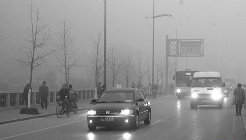 大雾天行驶要开什么灯