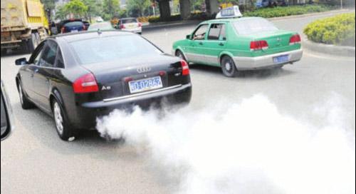 汽车冒黑烟怎么办高清图片
