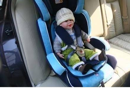 汽车里如何正确地安装儿童安全座椅