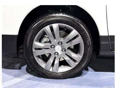 新手开车如何判断车轮位置