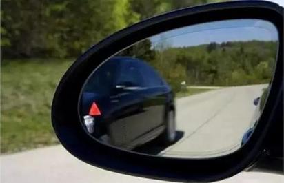 开车如何判断车辆左右距离