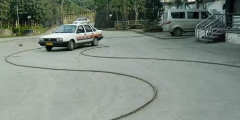 曲线行驶技巧口诀 曲线行驶方向盘打法