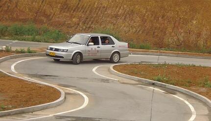 科目二曲线行驶技巧解析