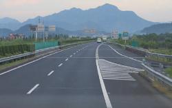如何预防高速公路开车错过路口|用车知识(图1)