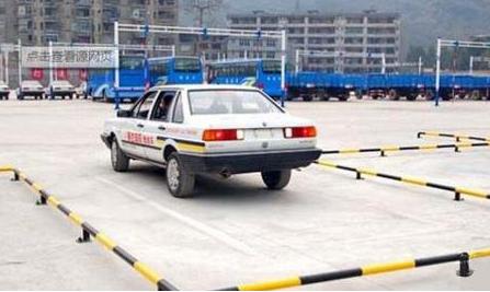 2,坡道定点停车和起步