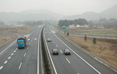合肥越野车租车合肥瑞丰租车:高速公路安全行车常识