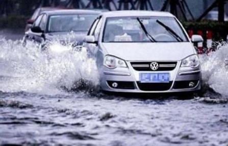 汽车发动机进水了怎么办_发动机进水的危害