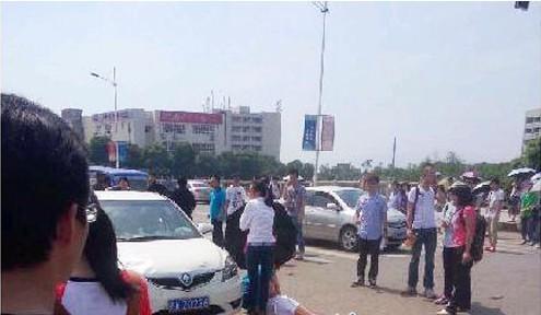 2013南昌大学校内发生车祸 肇事女司机吓得不知所措插图(1)